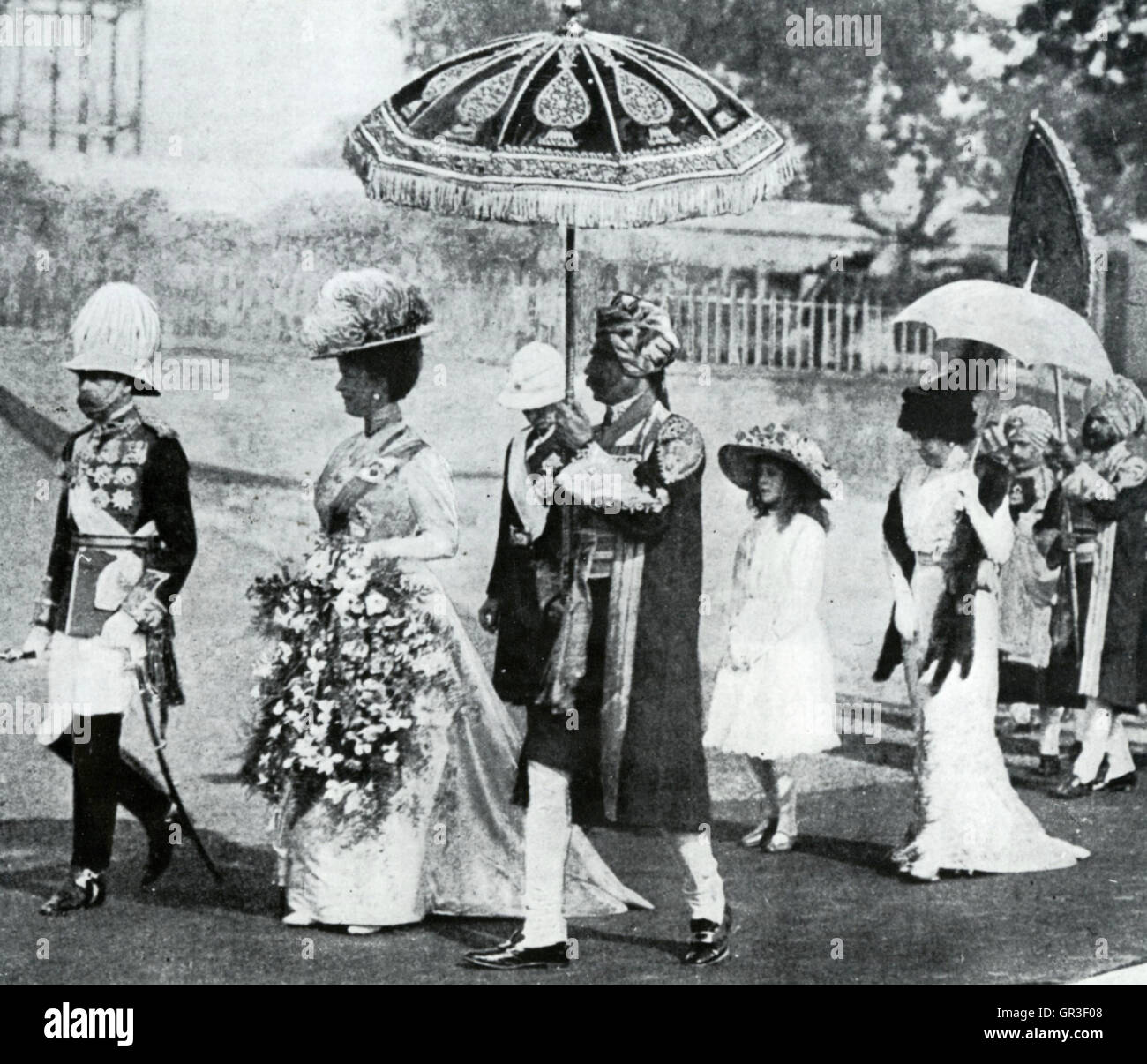 GEORGE V (1865-1936)  with Queen Mary at his Coronation Durbar in Delhi, December 1902 - Stock Image