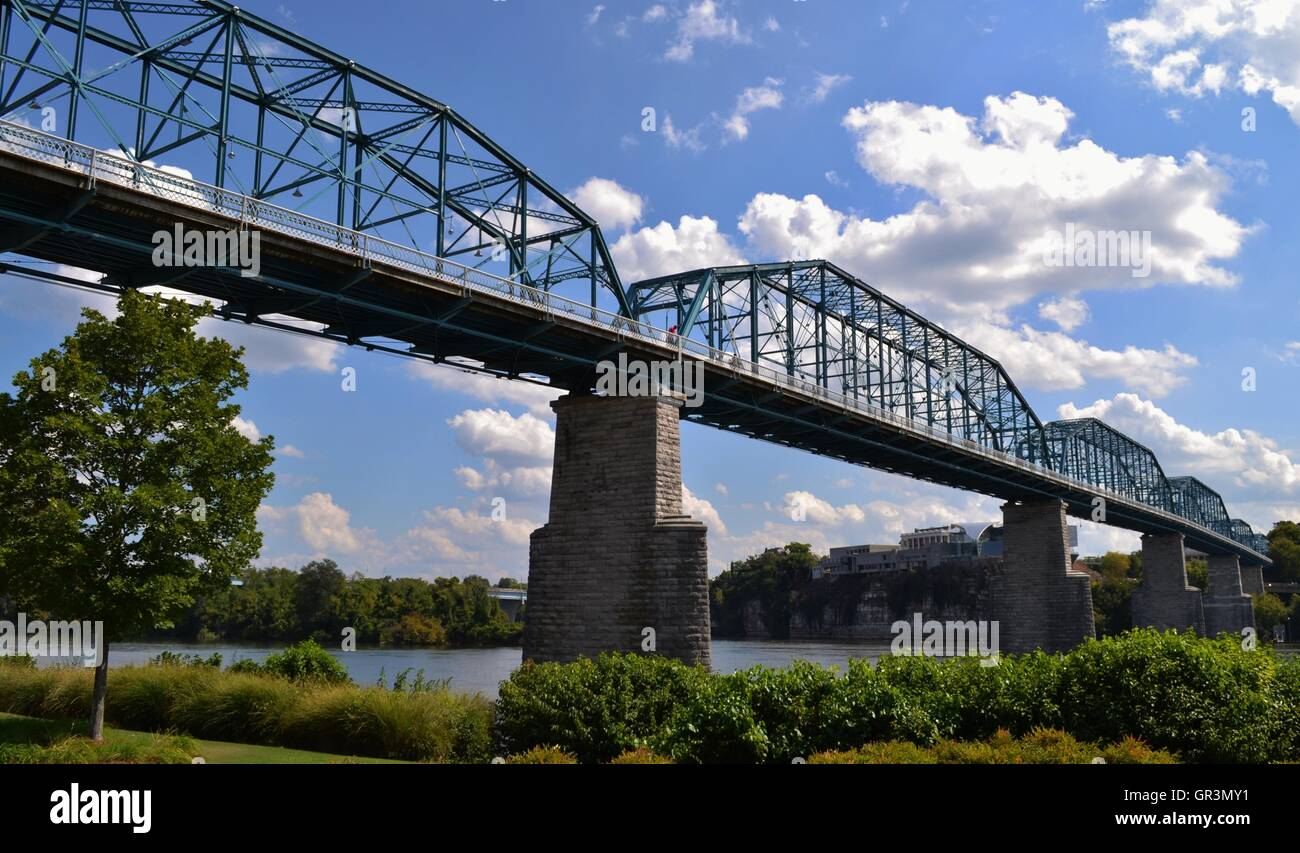 The blue Walnut Street Bridge in Chattanooga, Tennessee - Stock Image