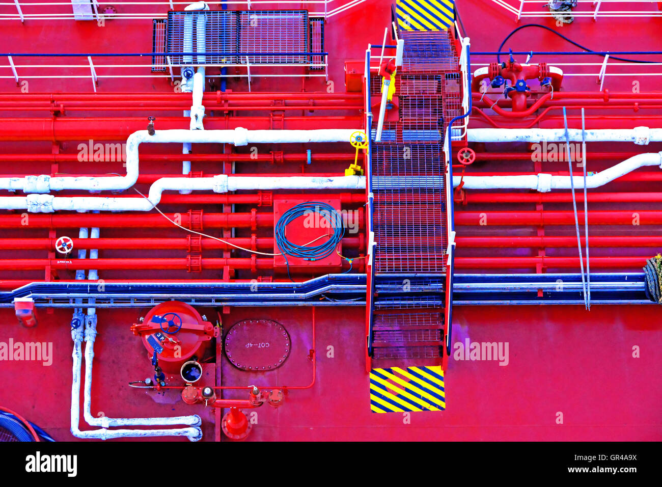 Southampton oiler fuel lines topping up fueling Aurora - Stock Image