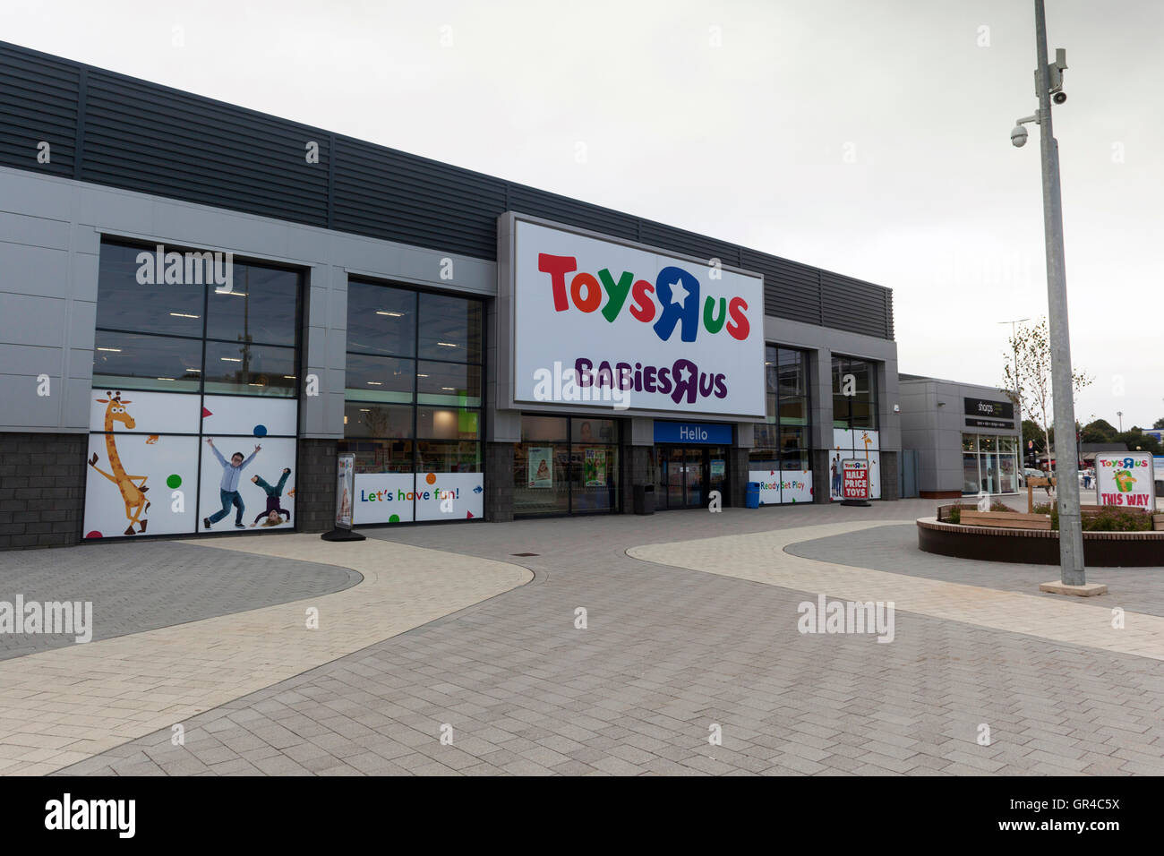 Mar 27,  · When Toys R' Us announced plans to close all of its U.S. stores this month, it wasn't exactly a surprise.