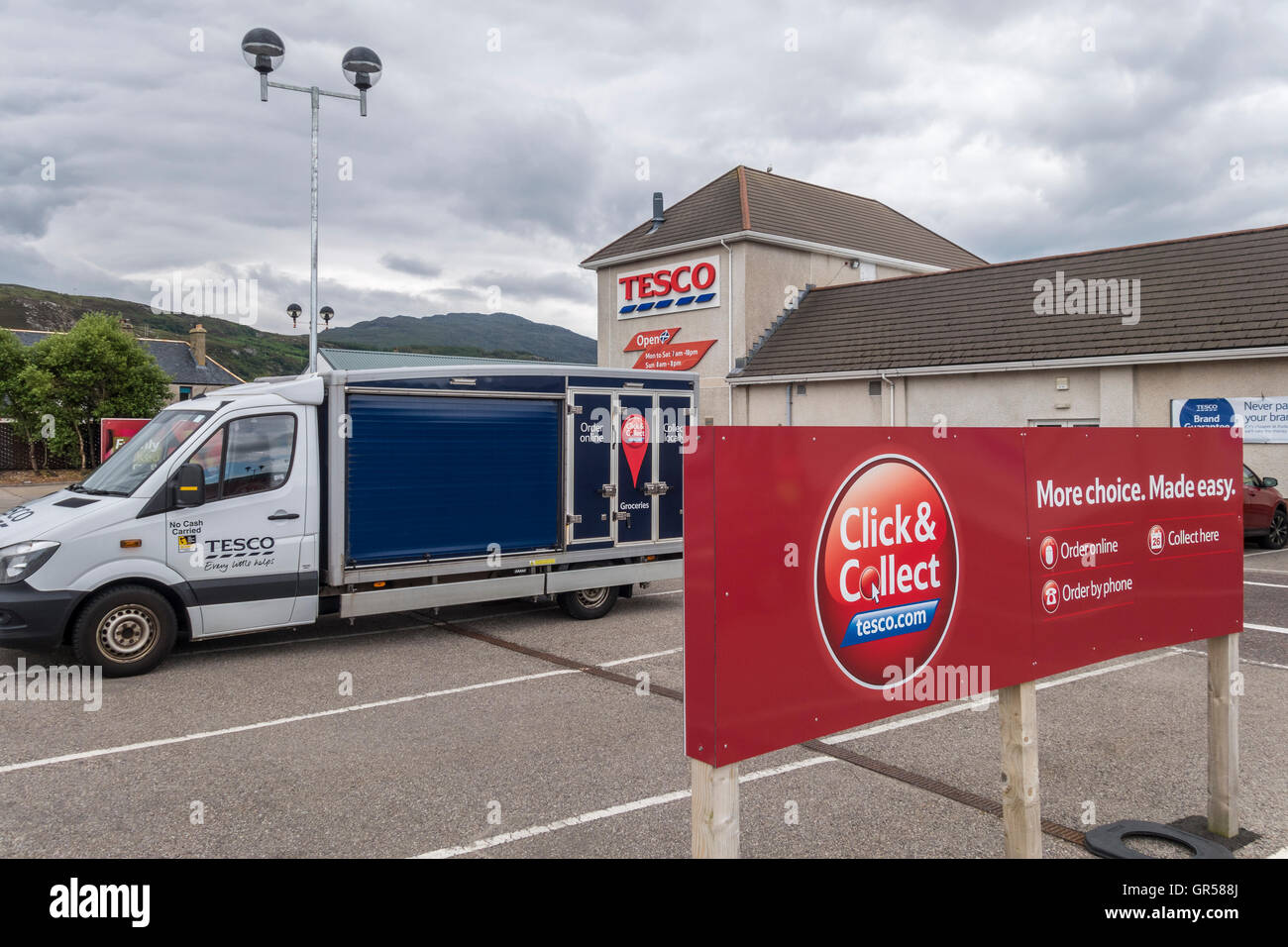 Tesco Click & Collect delivery van outside Ullapool Tesco Superstore. - Stock Image