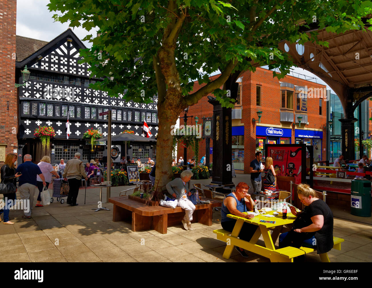 Golden Square and the Barley Mow Inn circa 1561 at Warrington town centre, Cheshire. Stock Photo