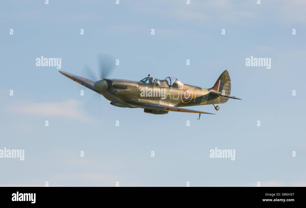 VICKERS-SUPERMARINE SPITFIRE TR Mark IX TWO-SEAT MONOPLANE FIGHTER TRAINER  'SM520' - Stock Image