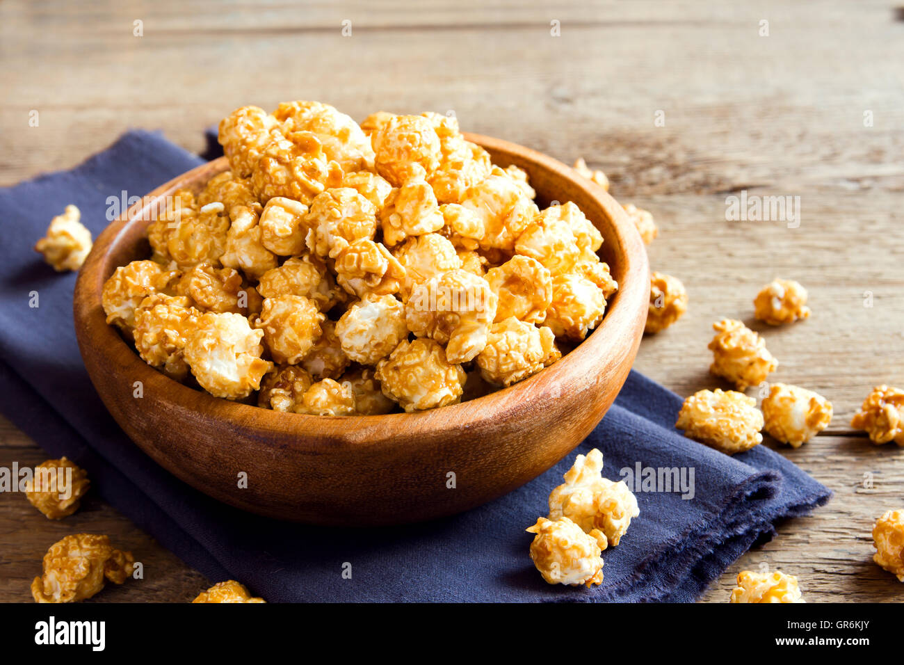Homemade caramel popcorn in wooden bowl - Stock Image