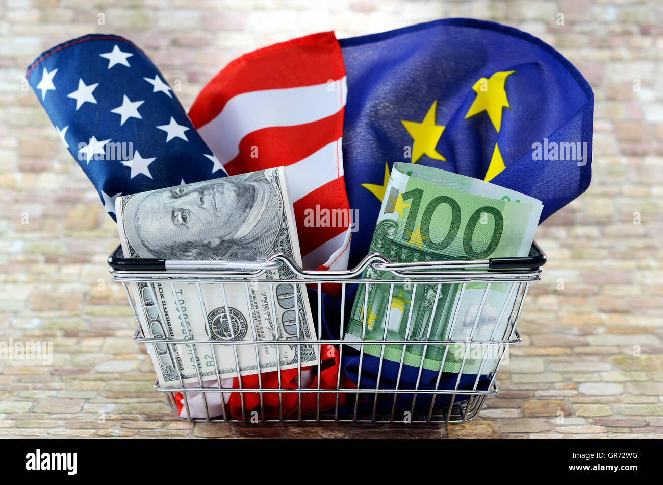 Flags Of The Usa And European Union In A Shopping Basket, Ttip - Stock Image