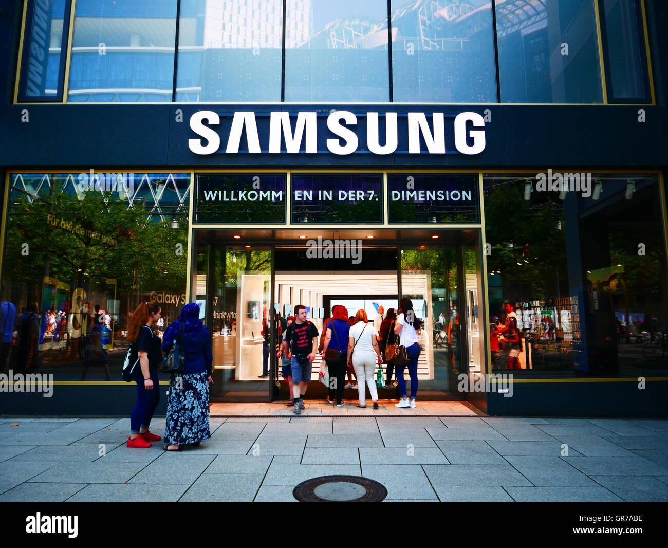 Samsung flagship store in Zeil Frankfurt am Main Germany - Stock Image
