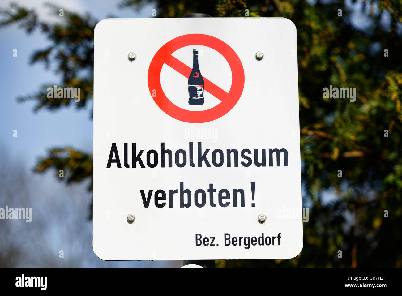 Ban On Alcohol Signboard In Bergedorf, Hamburg, Germany - Stock Image