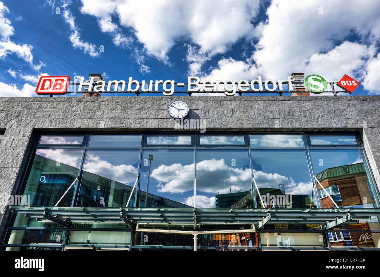 Bergedorf Bus And Railway Station In Hamburg, Germany - Stock Image