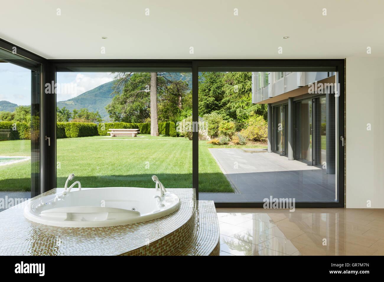 Beautiful Room With Jacuzzi, Window Overlooking The Garden