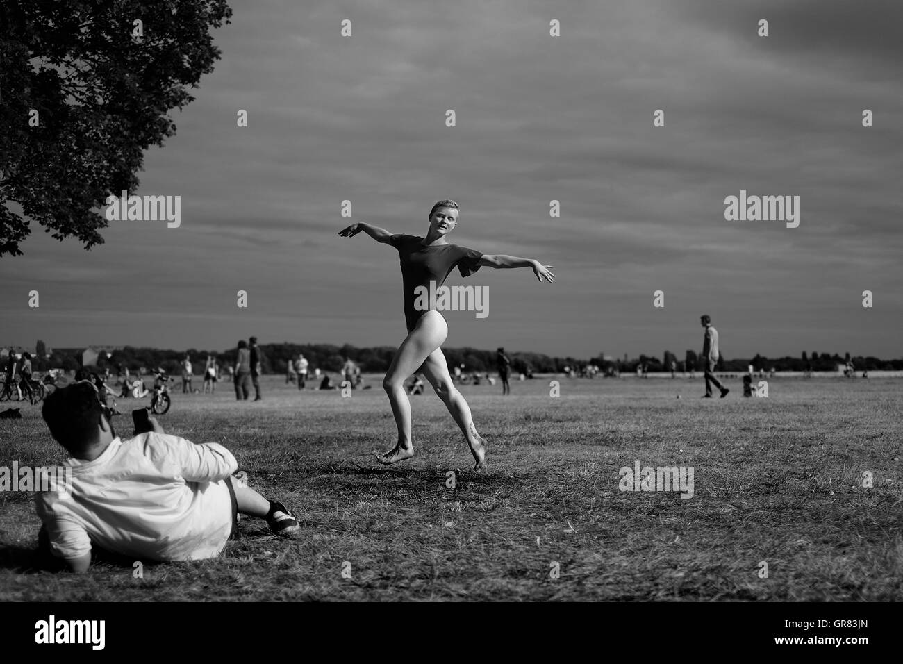 Ballet dancer in Berlin Tempelhof, dances for friends - Stock Image