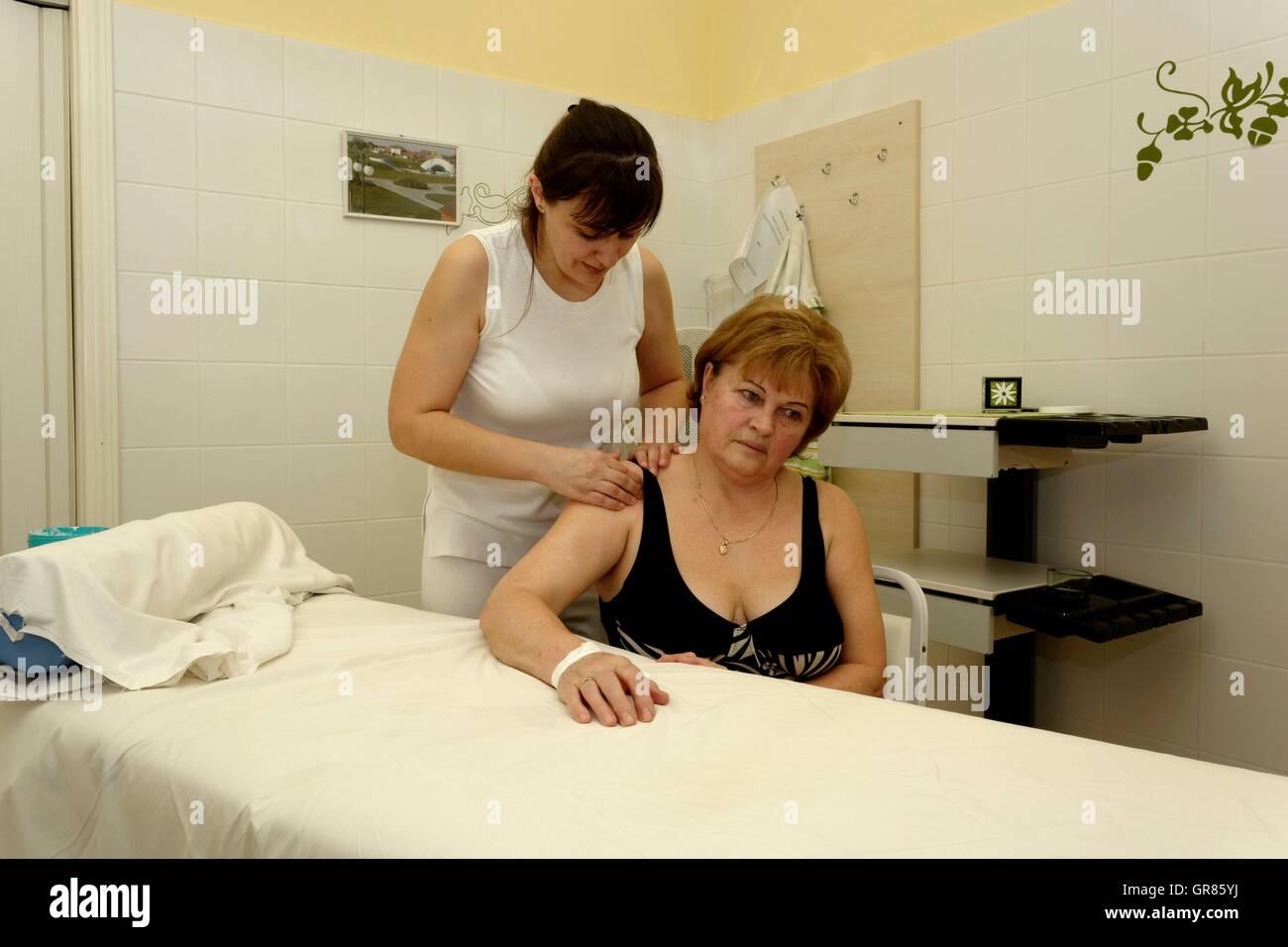 Shoulder Massage At The Spa Masseuse By Senior Cegled - Stock Image