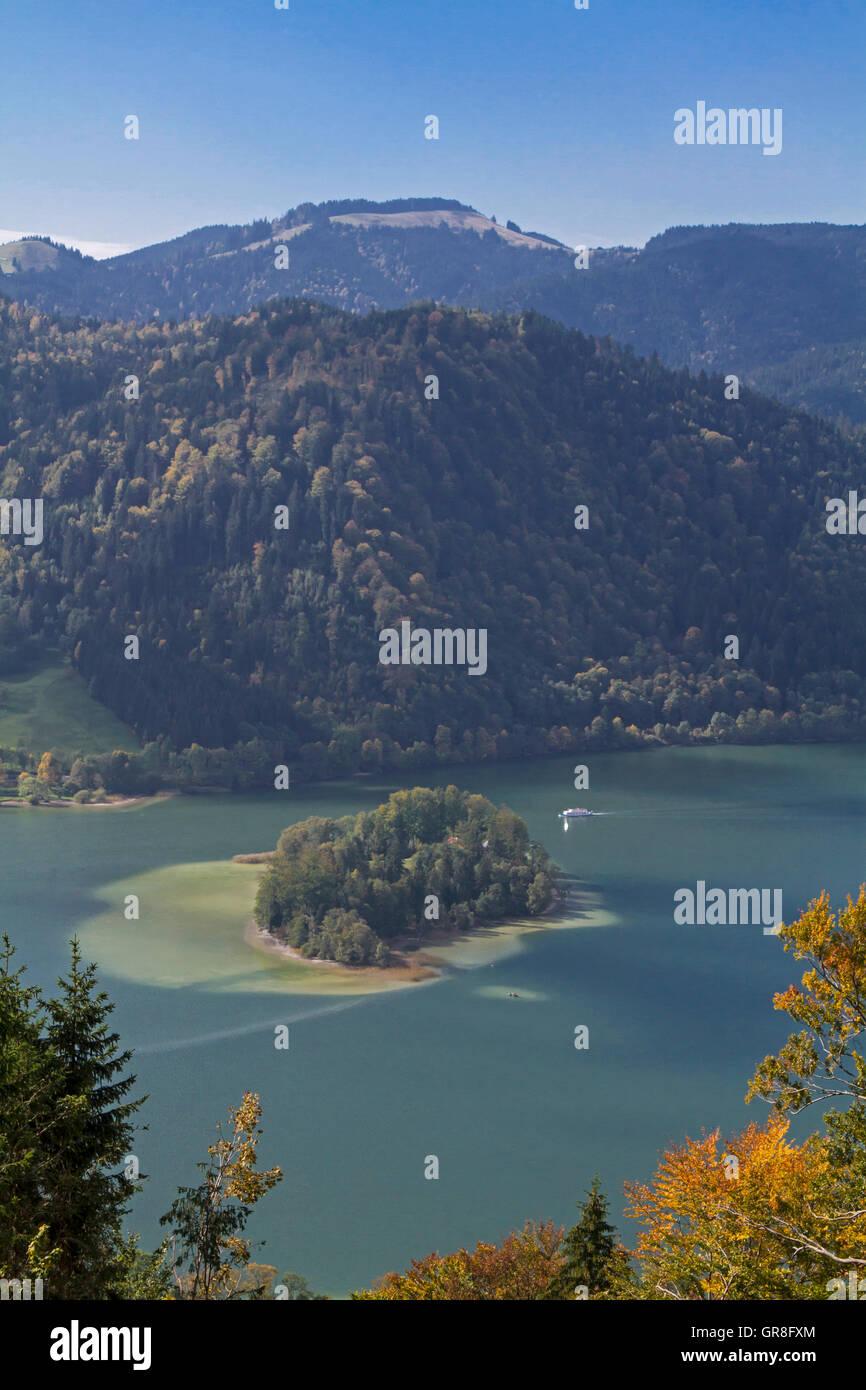 Idyllische Kleine Insel Im Schliersee Stock Photo