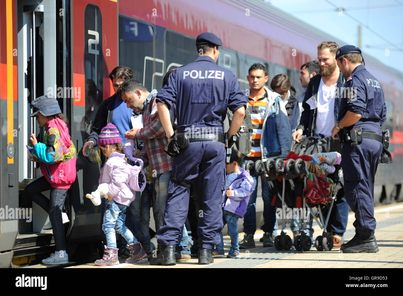 Syrian Refugee Family At The Westbahnhof In Vienna Accompanied By The Austrian Police Board A Train To Germany. - Stock Image