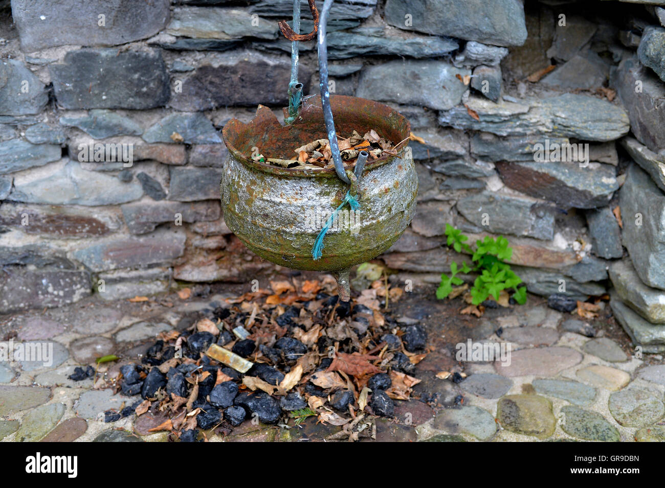Traditional Irish cottage hearth and cooking pot in Carrowenagh, County Donegal. ©George Sweeney/Alamy - Stock Image
