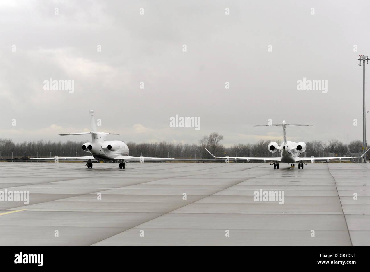 Private Aircraft At Vienna International Airport - Stock Image