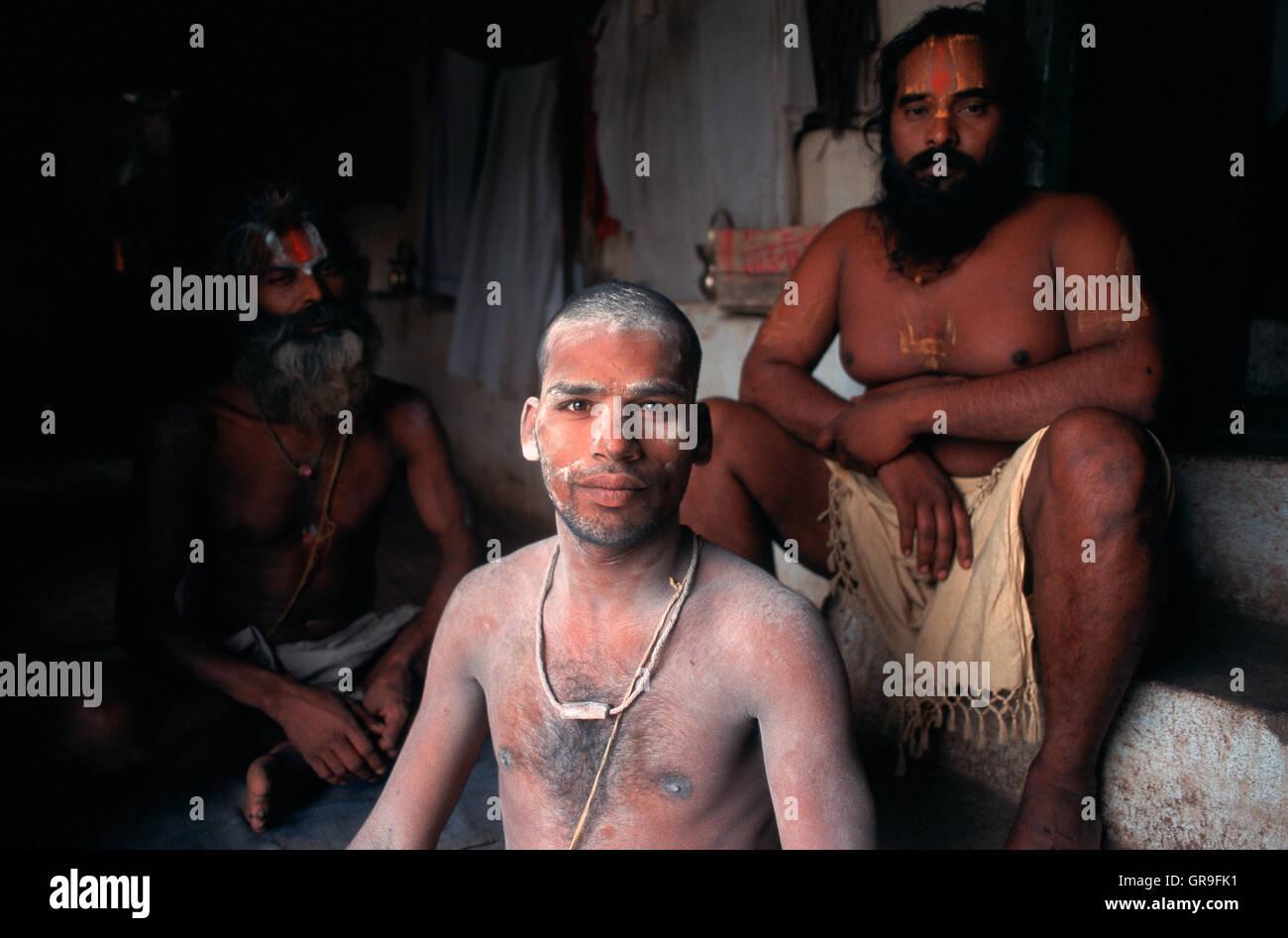 Hindu renunciants ('sadhu') belonging to the Vairagi sect ( India) - Stock Image