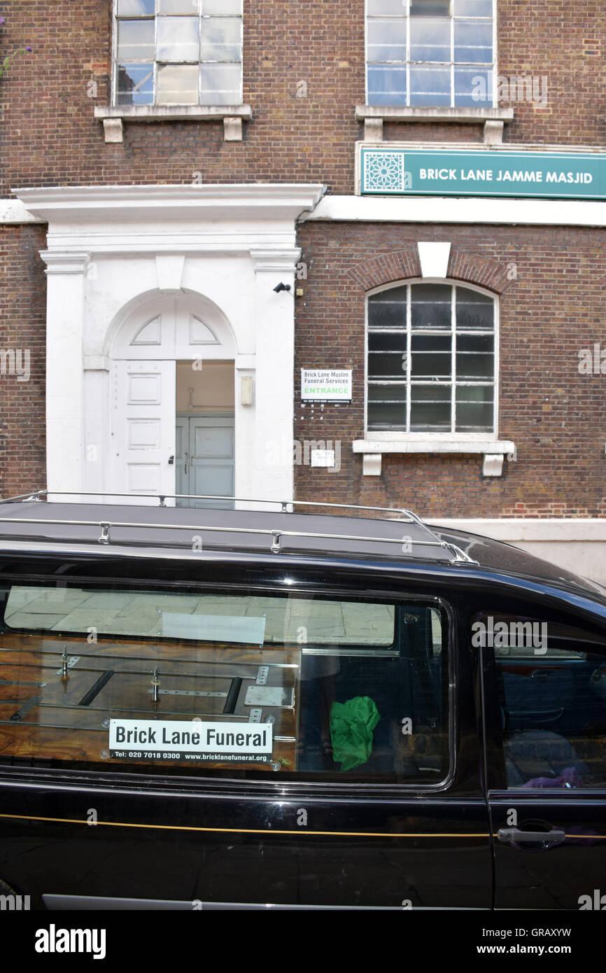 Funeral, Brick Lane mosque, London Borough of Tower Hamlets. - Stock Image