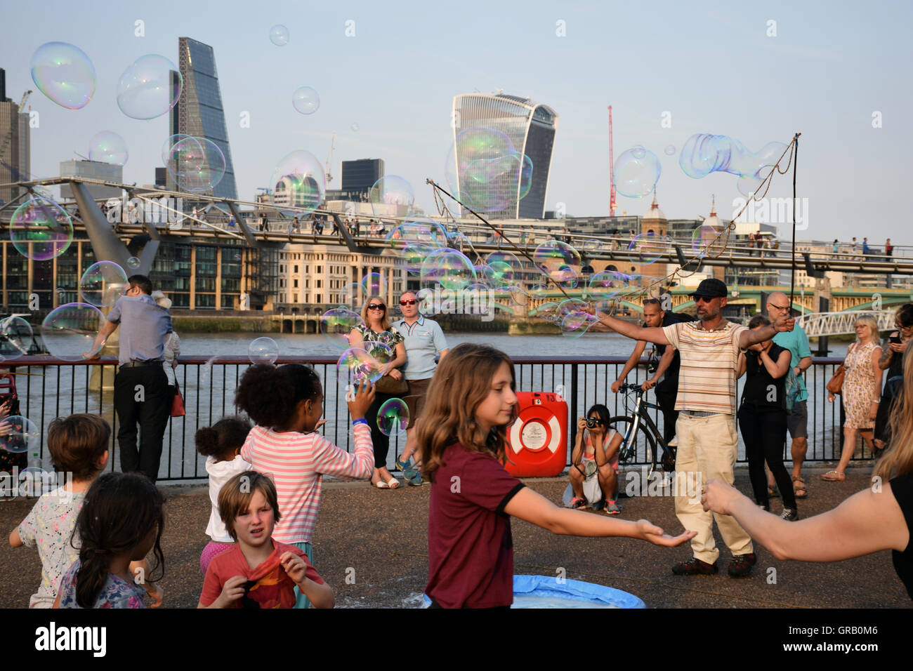 Street entertainer, Bankside, London August 2016 UK - Stock Image