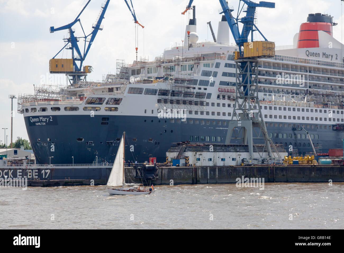 Queen Mary 2 In Dry Dock In Hamburg - Stock Image