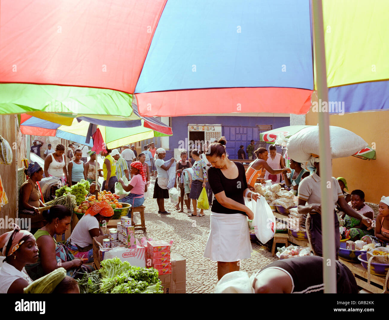 A woman shopping at  the Mercado de Prahia, a morning market in the town of Praia, Santiago, Cape Verde, Africa. - Stock Image