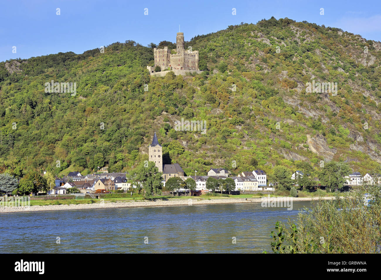 Maus Castle Above The Village Of Wellmich, Near Town Sankt Goarshausen, Upper Middle Rhine Valley, Germany Stock Photo