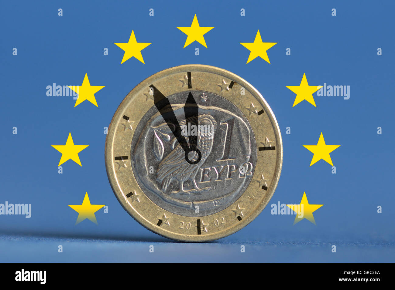 High Noon For Greece Clock With Greek Euro Coin And Flag Of Eu - Stock Image