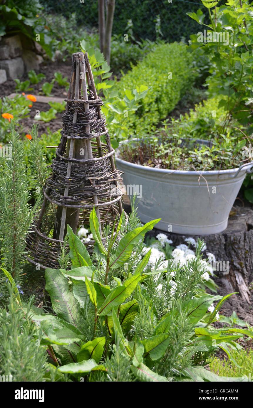 Garden, Garden Idyll In Spring - Stock Image
