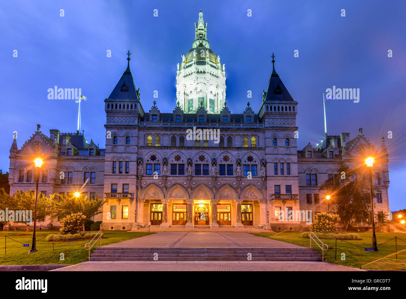 Connecticut State Capitol in Hartford on a summer evening. The building houses the State Senate, the House of Representatives - Stock Image