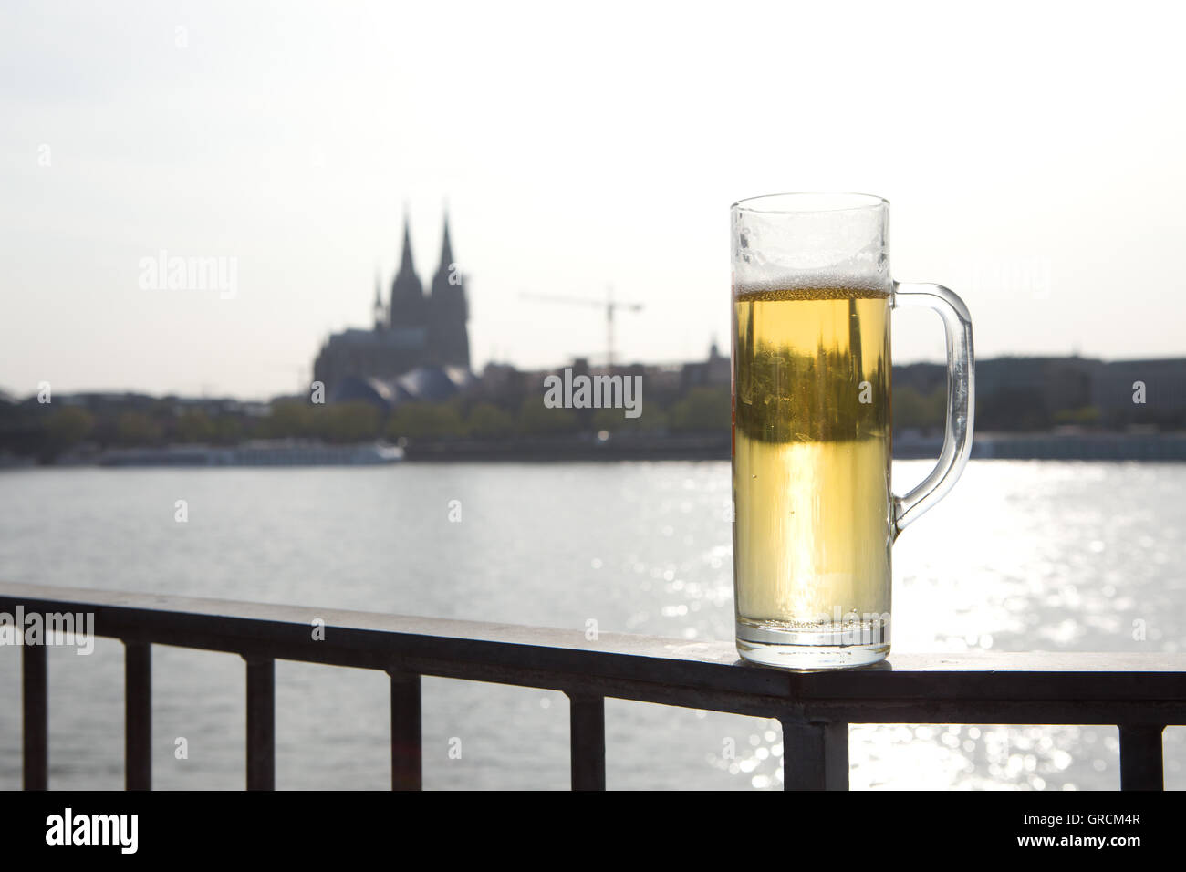 Computing Reini Cal River Bank With Kölsch And A View Of Cologne Cathedral - Stock Image