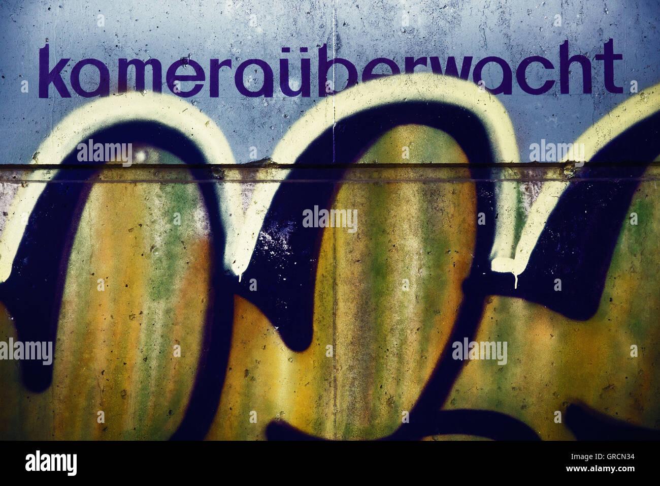 Note Camera Surveillance, Graffiti - Stock Image