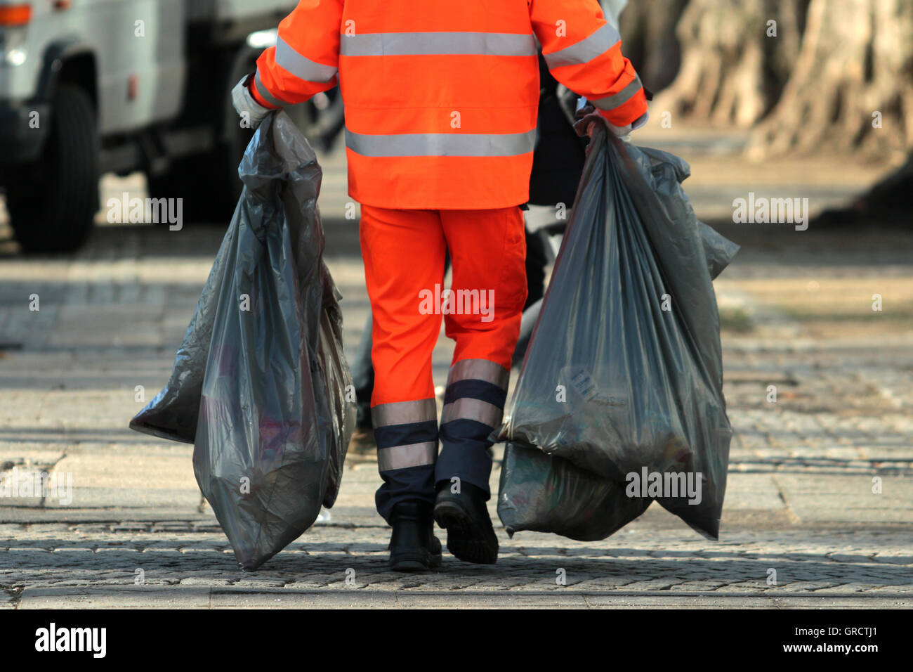 Cologne Sanitation Department Cleaning Up At New Year S Eve - Stock Image