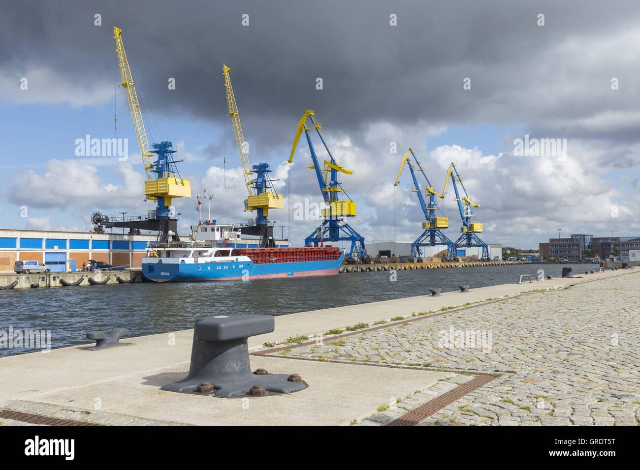 Five Large Industrial Cranes In The Port Of Wismar Mecklenburg-Vorpommern - Stock Image