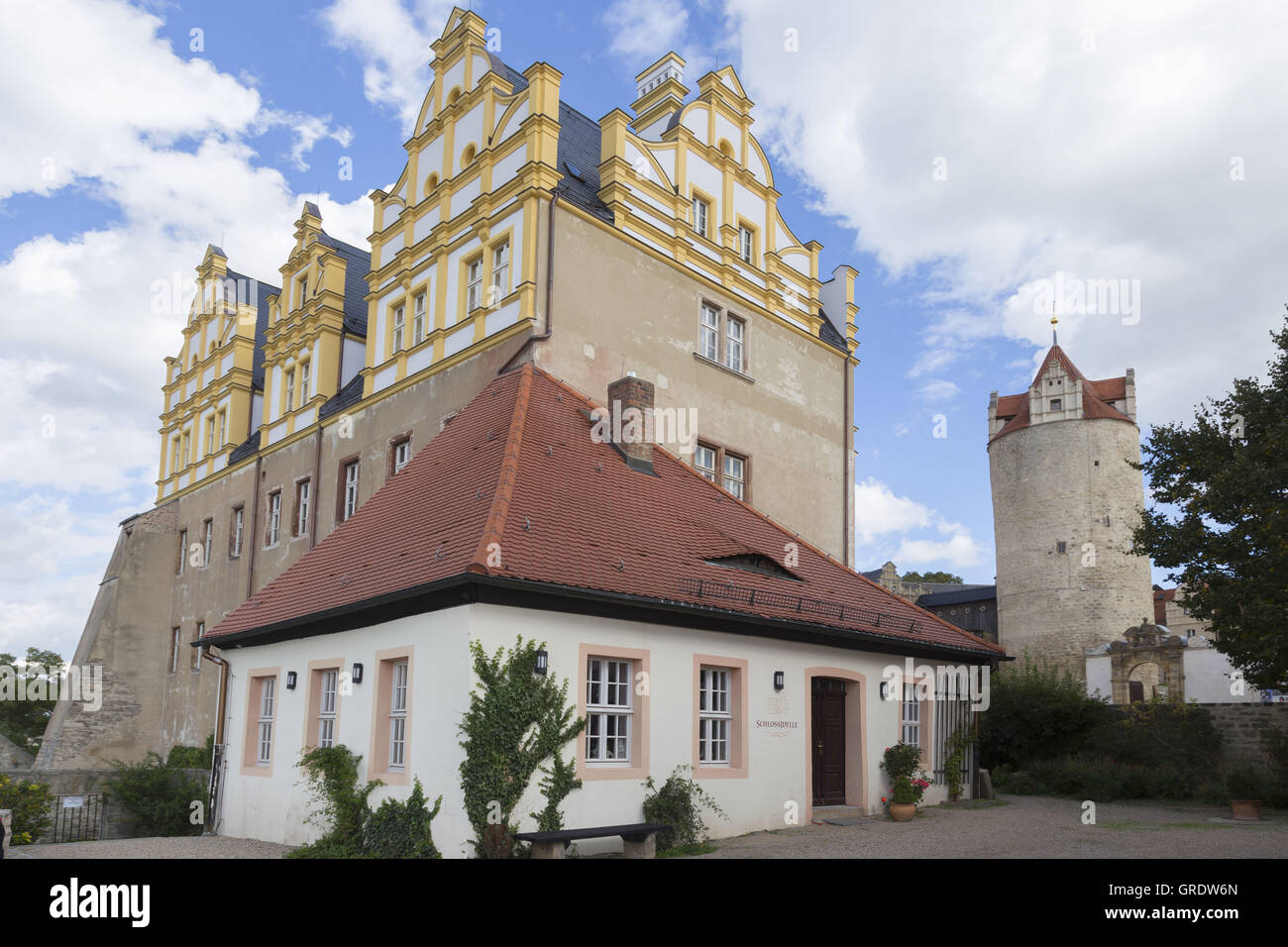 Small Cafe In Front Of A Castle Wing In Bernburg Saxony-Anhalt - Stock Image