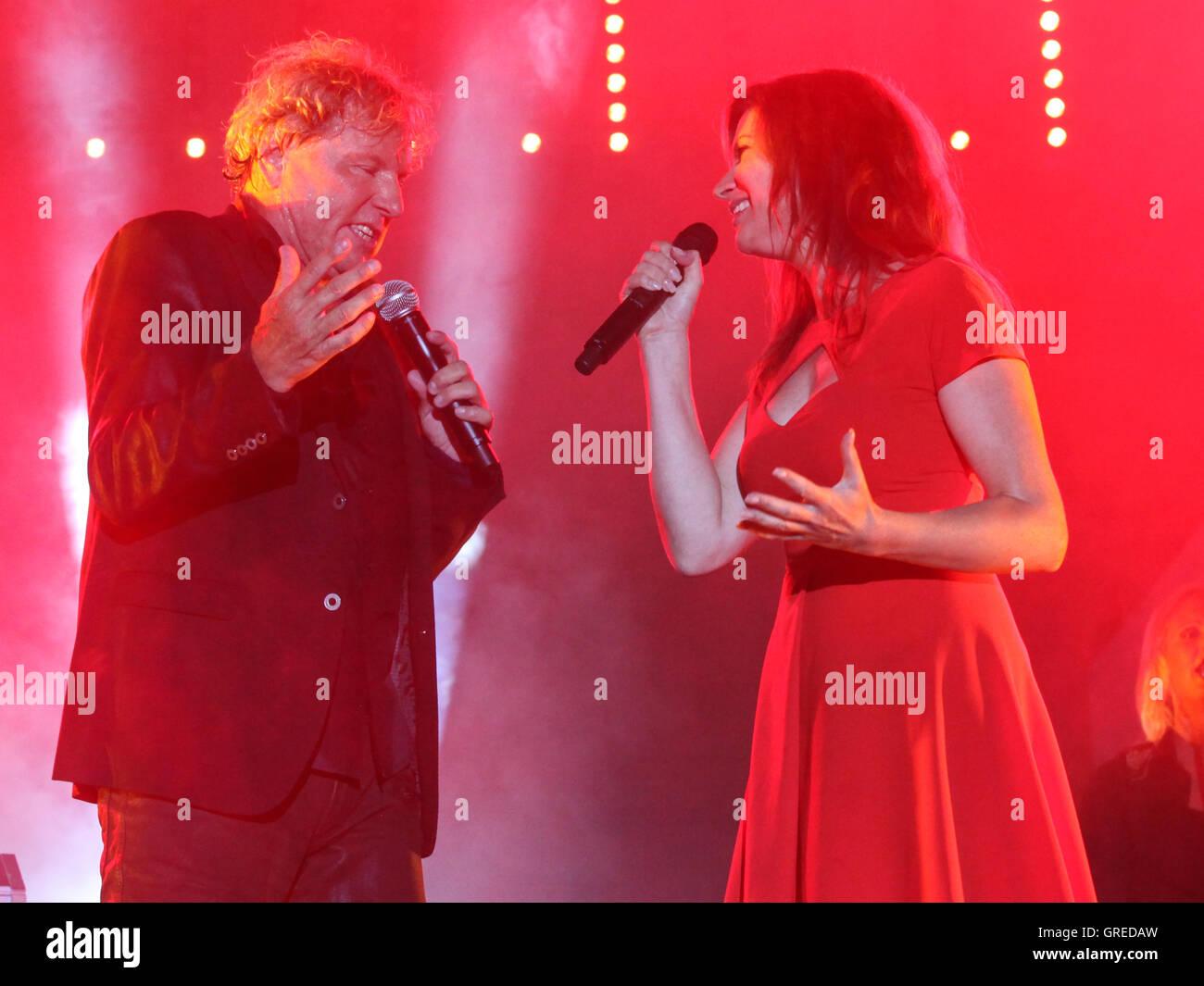 Singer Bernhard Brink And Singer Allessa Duet - Stock Image