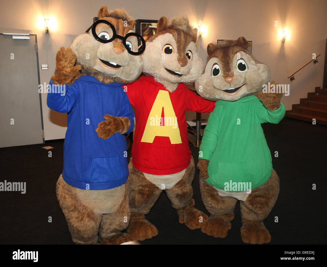 chipmunks cartoon stock photos chipmunks cartoon stock images alamy. Black Bedroom Furniture Sets. Home Design Ideas