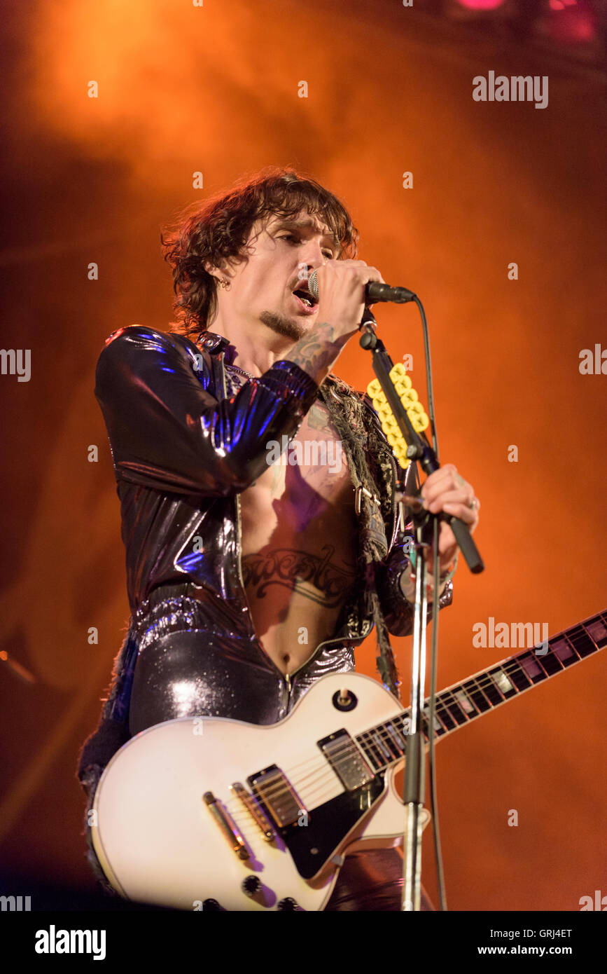 Justin Hawkins of the Darkness peforming at Weyfest, Farnham, Surrey, UK. August 20, 2016. - Stock Image