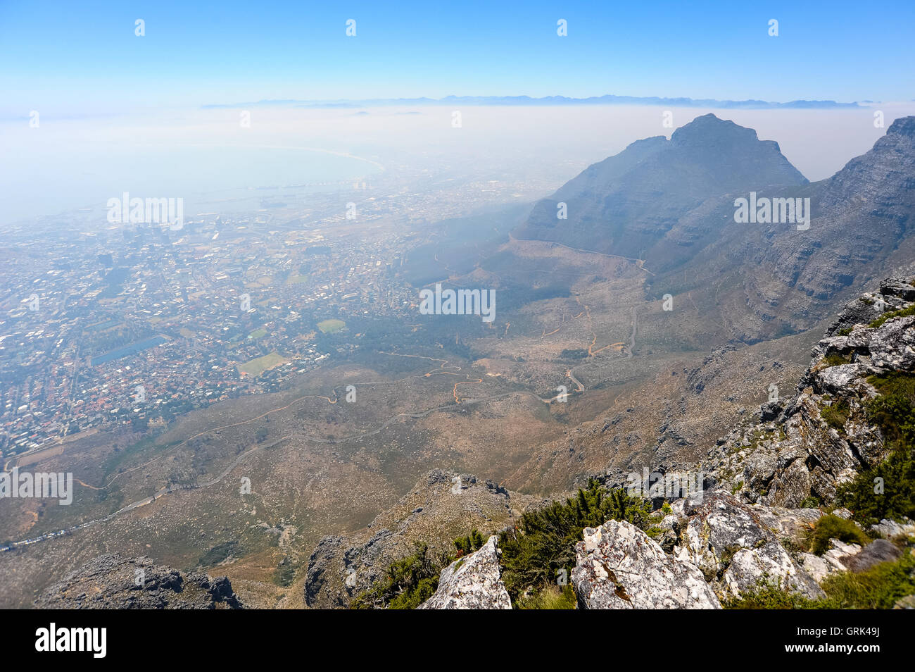 Table Mountain is a flat mesa  overlooking the city of Cape Town in South Africa. Devil's Peak to the east. - Stock Image