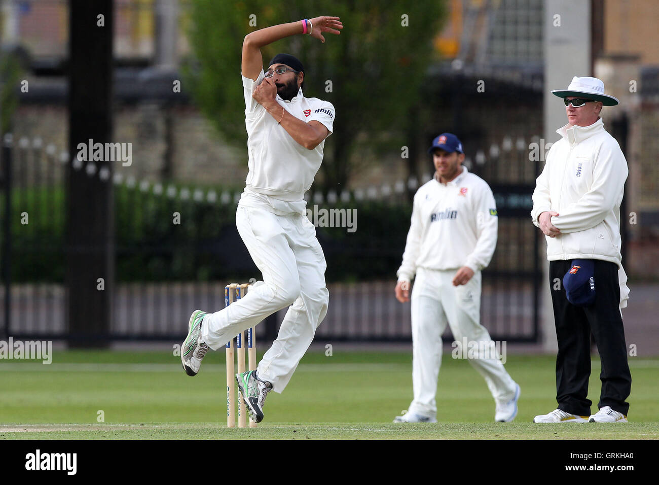 Monty Panesar in bowling action for Essex - Cambridge MCCU vs Essex CCC - Pre-Season Friendly Cricket Match at Fenners Stock Photo