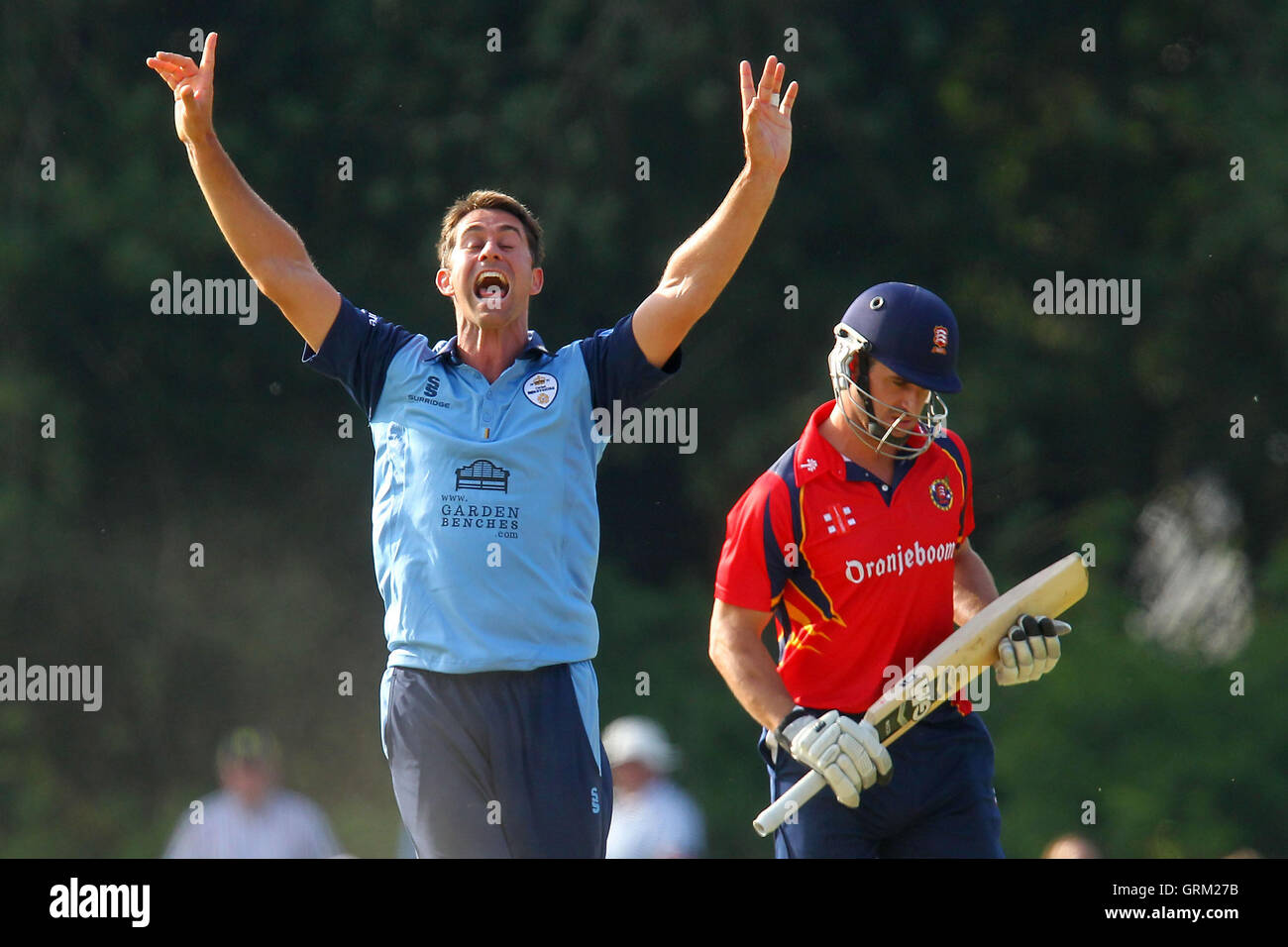 Tim Groenewald of Derbyshire claims the wicket of Ryan ten Doeschate - Derbyshire Falcons vs Essex Eagles - Yorkshire - Stock Image