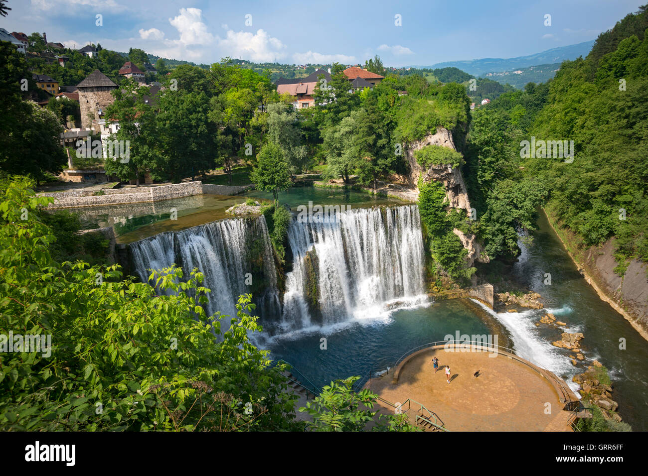 The beauty spot of the Jajce waterfall, at the confluence of the Pliva and Vrbas rivers (Bosnia - Herzegovina). - Stock Image
