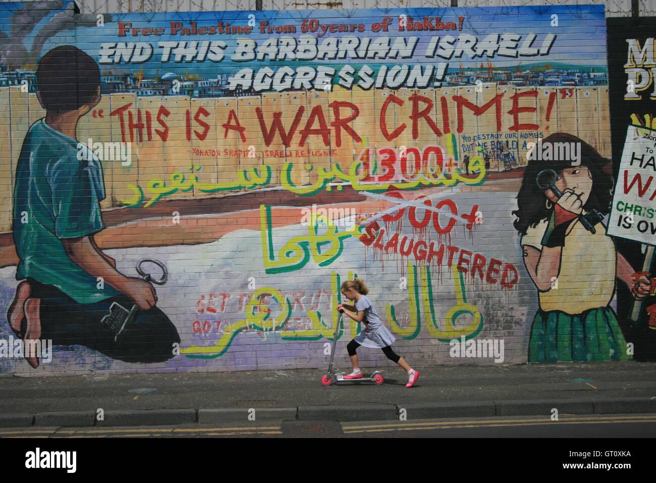 Political mural on Divis Street/Falls Road, west Belfast, denouncing Israeli politics against Palestine. - Stock Image