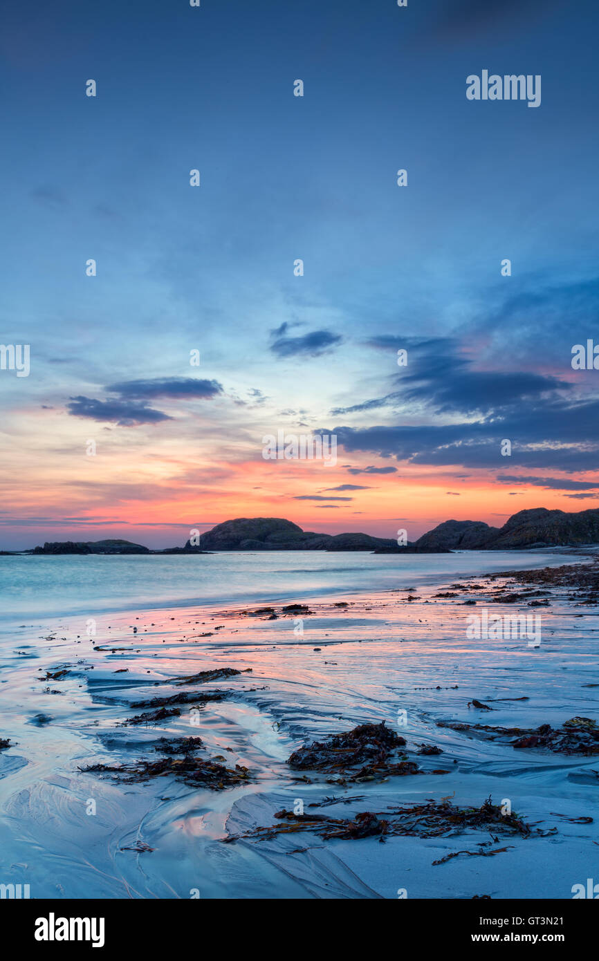 Colorful sunset on the beach of Iona, Inner Hebrides, Scotland - Stock Image
