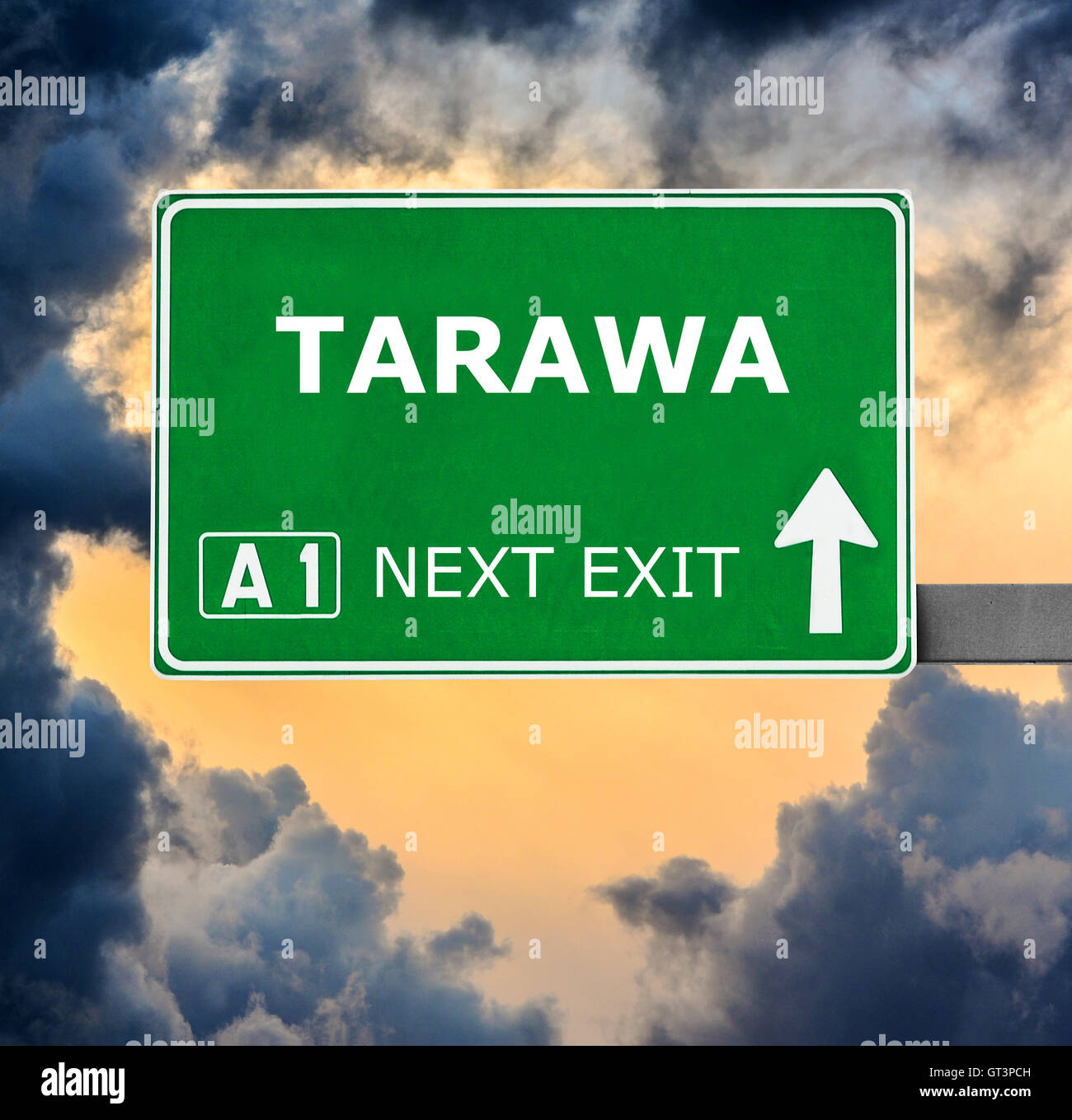 TARAWA road sign against clear blue sky - Stock Image