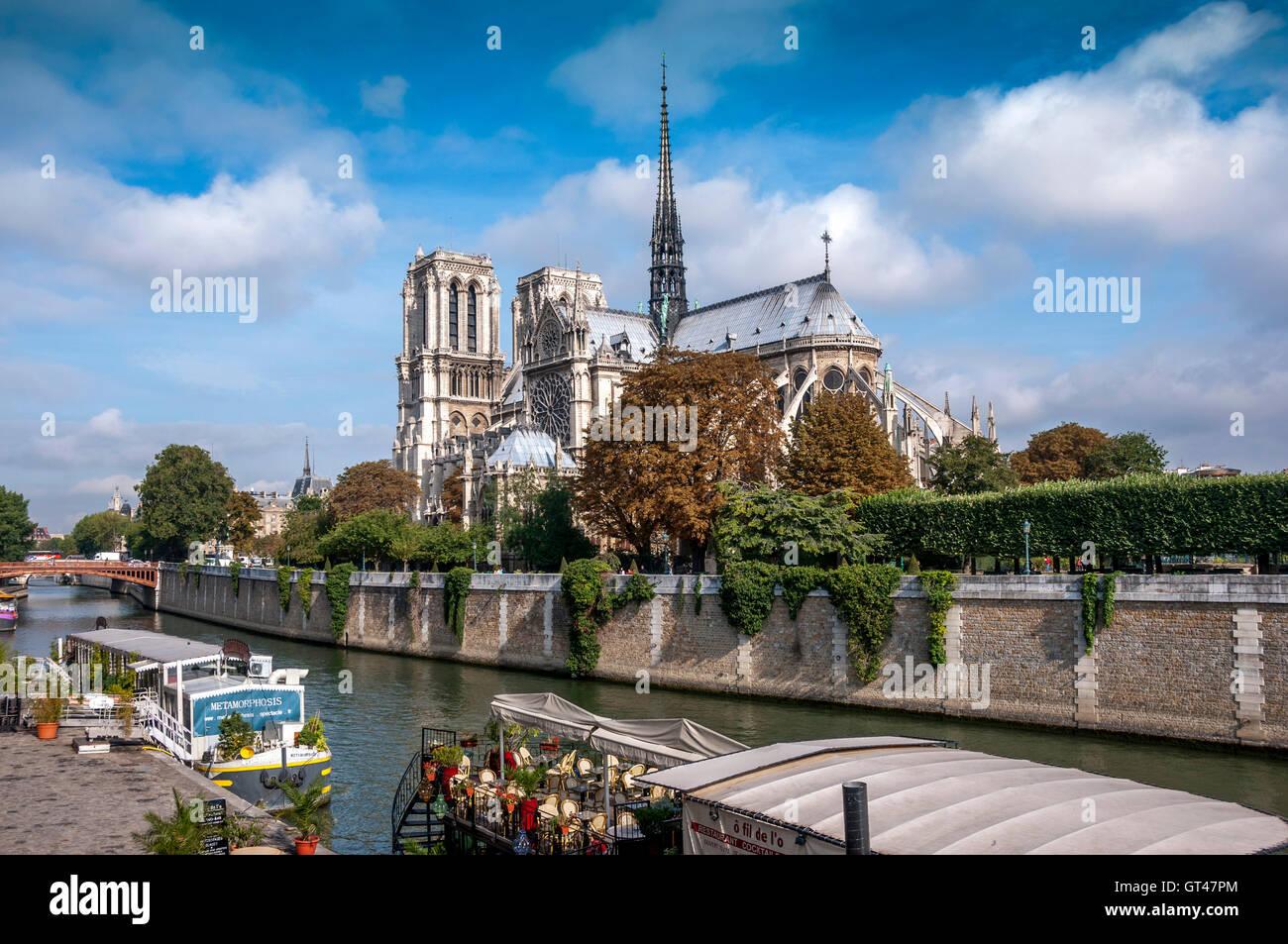 Paris (75) 5e arr. Quai de Montebello, river Seine, Cathedral  Notre Dame de Paris. France - Stock Image