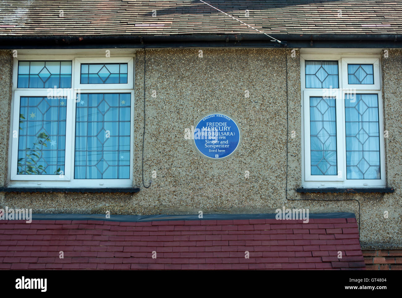 english heritage blue plaque on the childhood home of singer and songwriter freddie mercury in feltham, middlesex, Stock Photo