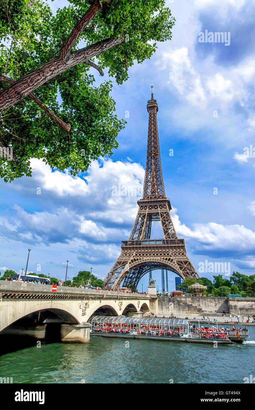 Bridge Iena and Eiffel Tower, Paris, France - Stock Image