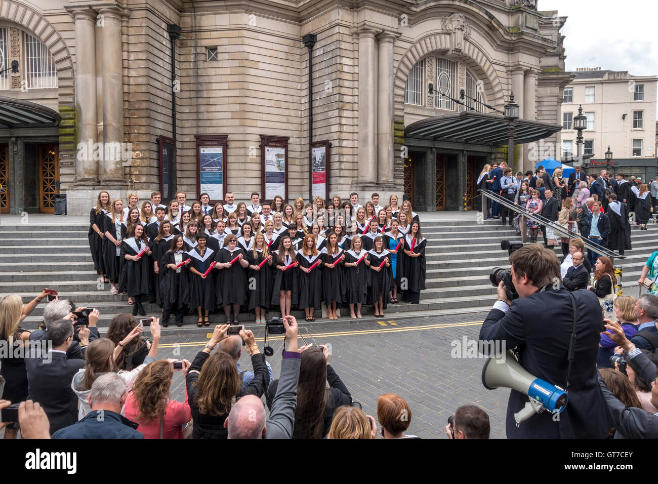 Edinburgh University Graduation Day. Family, parents and official photographer taking pictures of students outside Stock Photo
