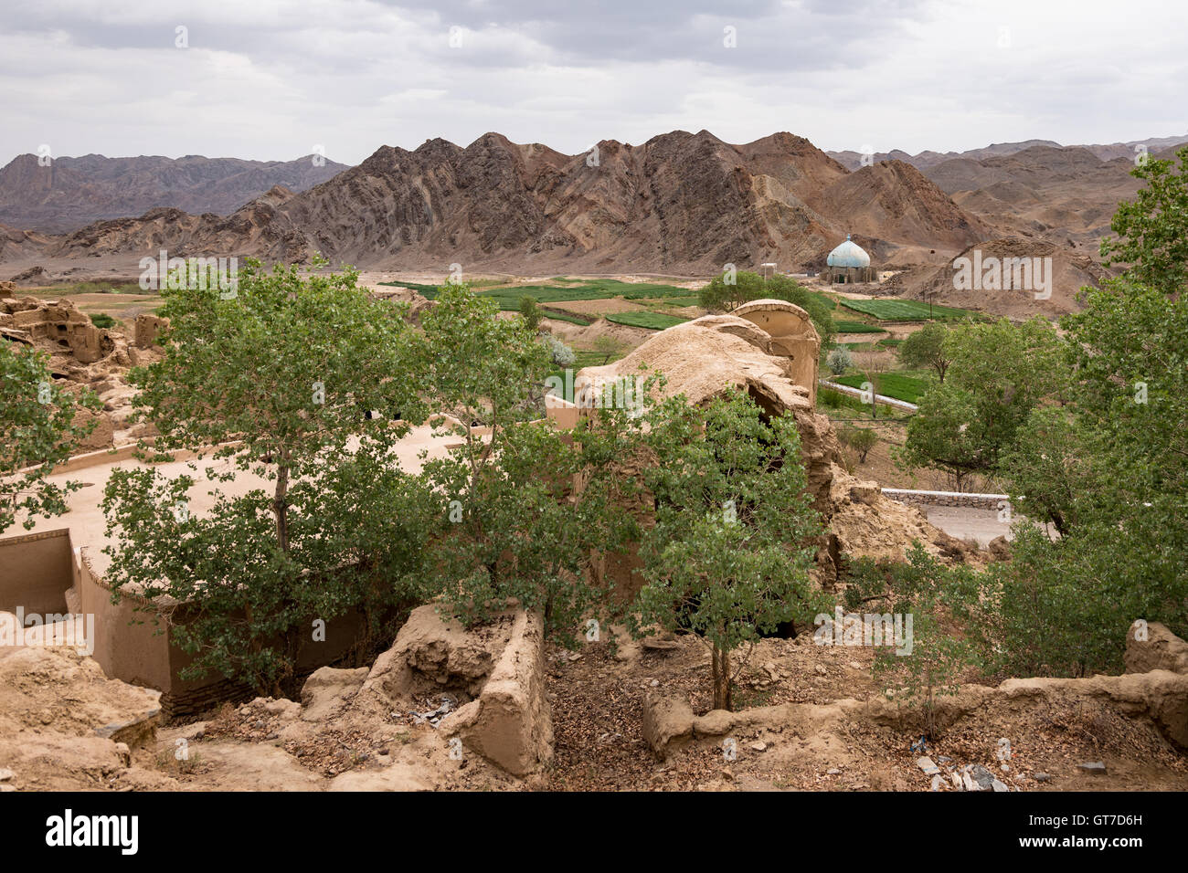 The abandoned village of Kharanaq is near the city of Yazd, in central Iran. Built in the shadow of a scenic mountain, - Stock Image