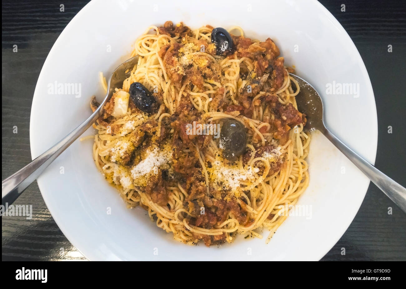 Spaghetti with tuna and tomatoes and olives and Pecorino cheese - Stock Image