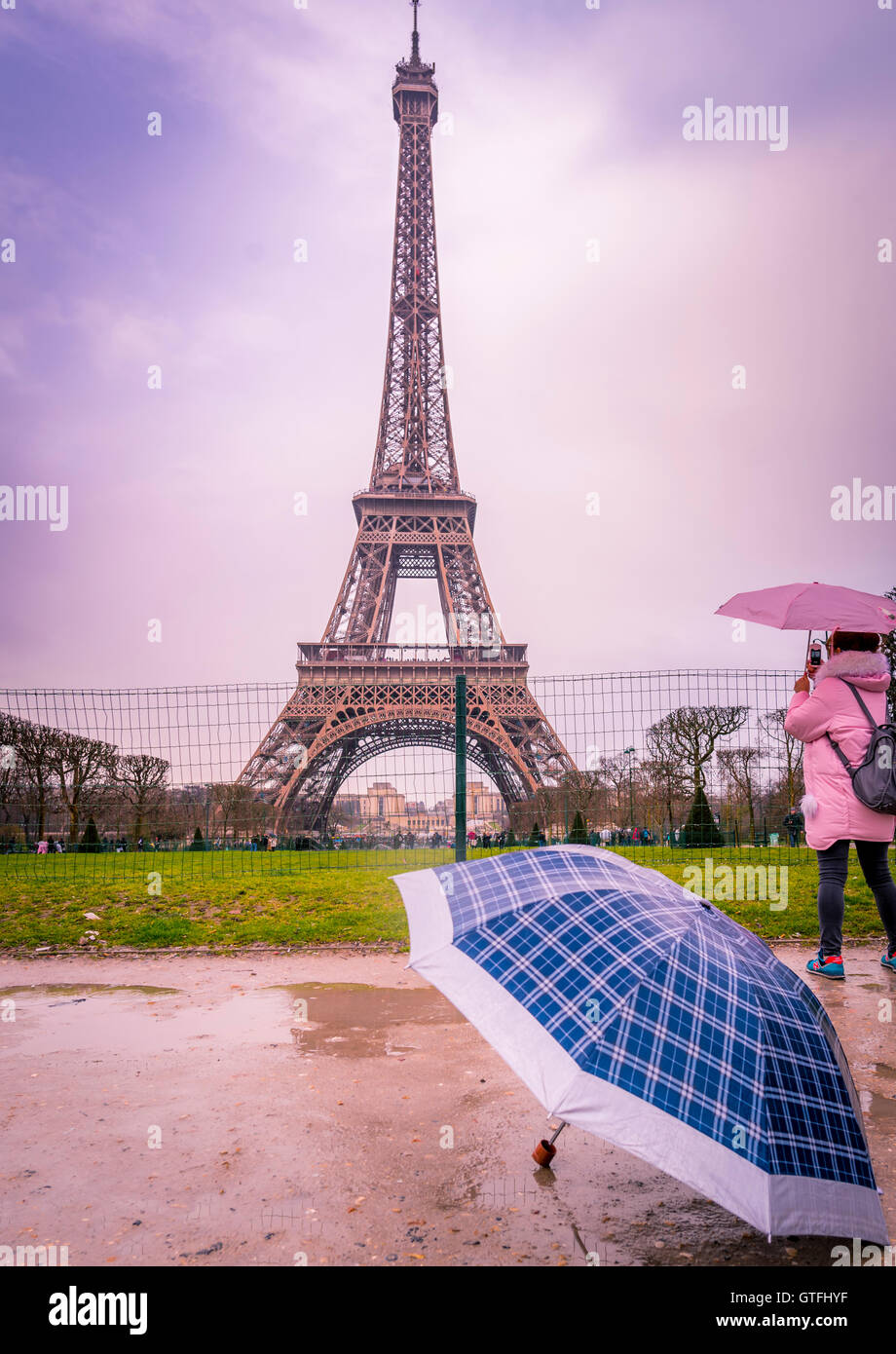 Rainy day in Paris at Eiffel tower - Stock Image